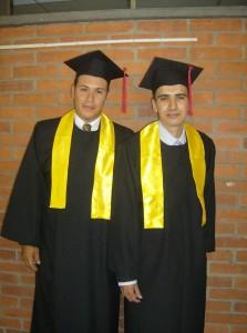 Darwin Hernández y Geinner Plata, primera promoción de Ingeniería Electrónica.