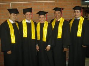 Mauricio Tristancho, John William Montoya, Edwin John Freddy Reyes, Jaime Rojas y James Morales recibieron el título de Ingenieros en Con-trol Electromecánico e Instrumentación.