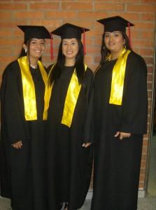 Dorián Bueno, Andrea Bueno y Diana Pérez se graduaron como Tecnólogas Ambientales.