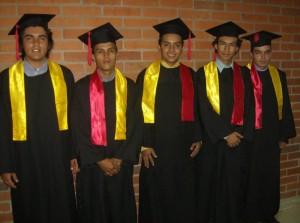 Jeferson Martínez, Javier Arenas, Alberto Coy, Óscar Forero y Miguel Remolina se graduaron como Tecnólogos en Electricidad y Telefonía.