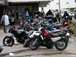Los motociclistas también debieron mover sus vehículos de la calle 51
