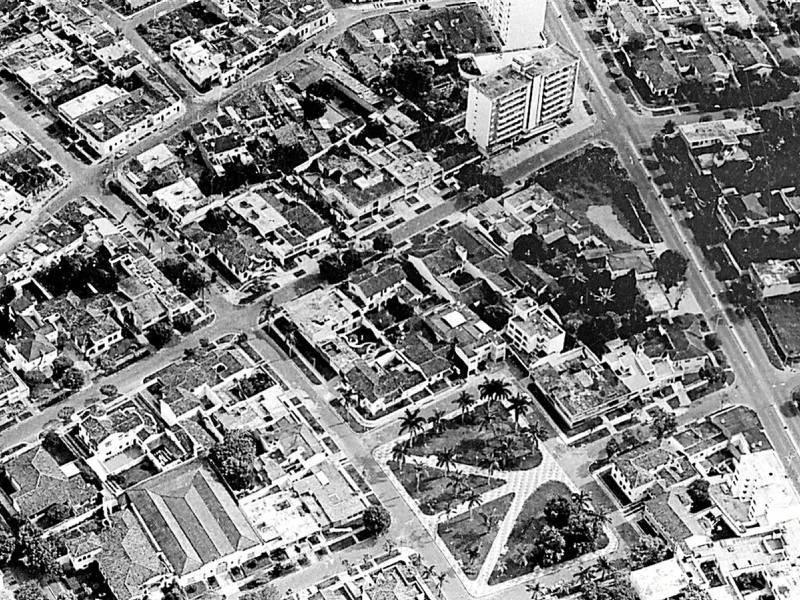 En la década de los 60, las casas hacían parte del panorama que rodeaba al parque Las Palmas. (Fotos cortesía de Carlos Eslava)