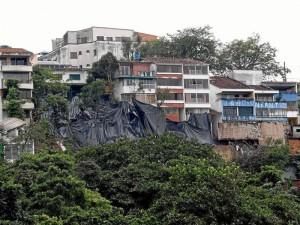 La caída de algunos niveles de 4 viviendas de Pan de Azúcar, a mediados de octubre, fue una de las primeras campanas de alerta frente a lo que podría ocasionar el invierno en la comuna 12.