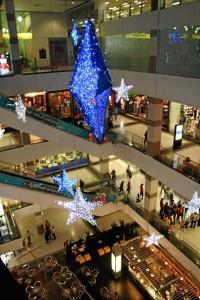 Aspecto general de Megamall y su iluminación navideña.