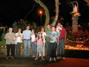 Las familias Mora, Ferreira Rey y Angarita Bolado estuvieron en la gruta de la Virgen de la carrera 38, en el parque de Los Leones.