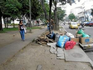 """""""Este es el parque vecino a la funeraria Los Olivos donde cada vez es más grave el problema de basuras y roedores por las comidas que allí se venden"""", dijo el Periodista del Barrio."""