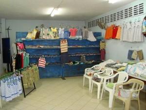 Las prendas que fabrican son llevadas a diez parroquias cercanas a poblaciones de bajos recursos de Bucaramanga.