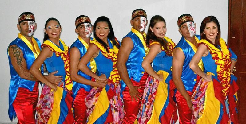El grupo de baile Simbiosis presentó sus dos shows principales: Tributo al Joe Arroyo y Tributo a Fruko y sus tesos.