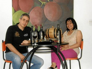 Su hijo Federico y su esposa se encargan de la comercialización del vino en Bucaramanga.