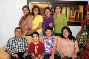Sentados: Sergio Angulo Prada, Sergio Alberto Angulo Prada, Doris Amorocho y Claudia Sarmiento. De pie: Emma Rodríguez, Flor Amaria Torres, Martha Angarita y Carlota Navas.