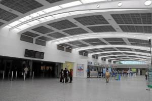 Desde el Aeropuerto Palonegro se ofrecen vuelos a destinos turísticos como San Andrés y Panamá, donde hay conexiones con otros sitios del mundo.