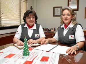 Rosa Mary Pineda, directora de las Damas Grises, y Leonor Rueda de Campos, coordinadora de Salud de la agrupación.