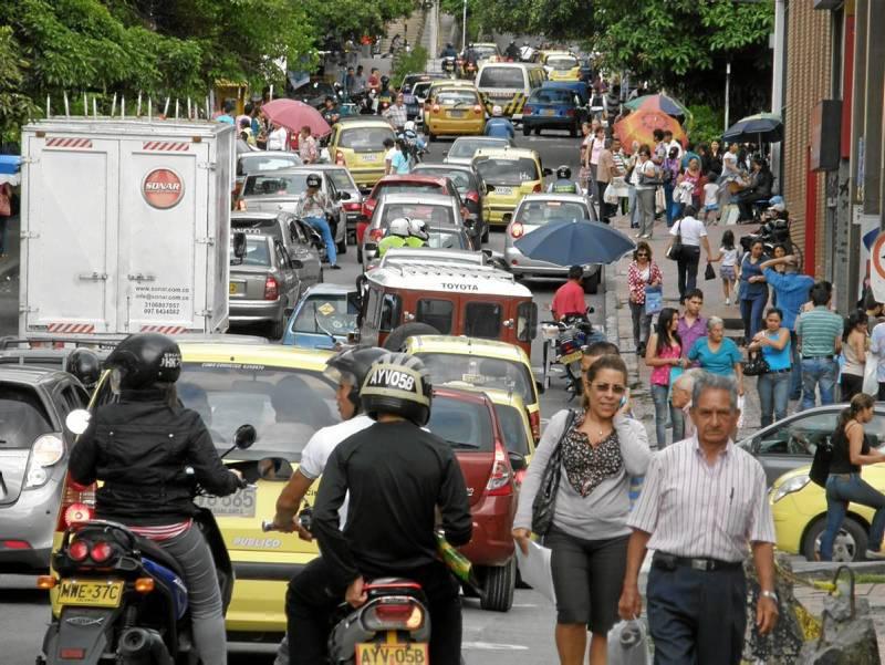 La calle 51 entre carreras 33 y 36 es uno de los sectores más congestionados de Cabecera.