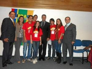 los integrantes del equipo ganador: Silvia D. López, Camilo Jiménez, Carlos J. Charry, Cristian Cáceres, Francy González, y el director ejecutivo de Cinset, Juan C. G. Arias.