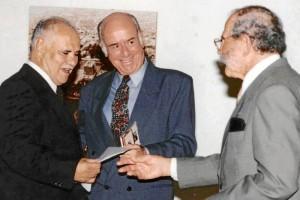 Carlos Eslava ha recibido múltiples condecoraciones.