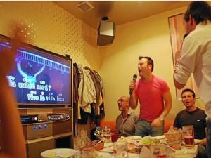 El karaoke de algún residente de Terrazas tiene en apuros las horas de descanso de los residentes del sector.