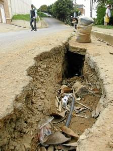 Así está el hueco de la carrera 50 con calle 74 del barrio Lagos del Cacique.