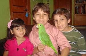 Nicholas Andrés, Christian y Sophía Sánchez Contreras están felices de tener de nuevo a 'Paco' en su casa.