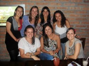 Natalia Arciniegas, María Paula Amaya, Dia-na Carolina Estévez y Adriana Plata; Sentadas: María Juliana Gamboa, Diana Carolina Jaimes y Carolina Di Marco.