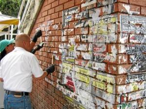 Así estaba el muro del puente del Parque de Los Niños.