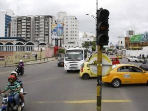 El concejal pretende limpiar postes y semáforos en varios puntos de la ciudad.