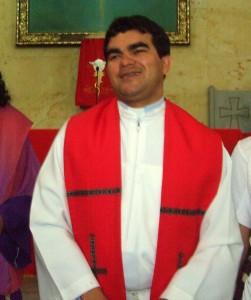 El Padre Gustavo Patiño se va de la parroquia San Pío X.