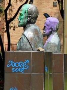 Los bustos del parque Los Sarrrapios están pintados desde junio del 2010 y no han sido reparados.