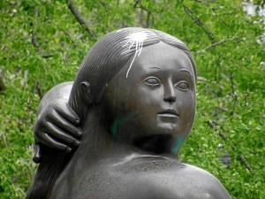 Desde hace cinco meses la Gorda de Botero, en el parque San Pío, tiene manchas de pintura.