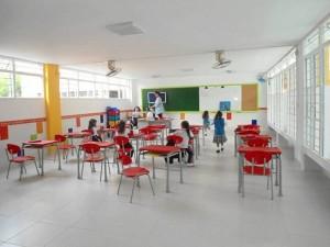 El color blanco da más luminosidad a los salones de preescolar.