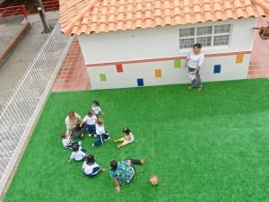 La zona de juegos también se adecuó con un tapete, para mayor comodidad de las niñas.