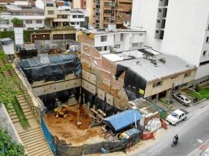 La queja presentada por el ciudadano es por obras en la carrera 38 con calle 46, frente al parque Los Sarrapios.