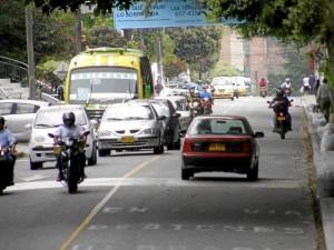 El flujo vehicular por la carrera 45, de los barrios Terrazas y La Floresta, aumentó notoriamente.
