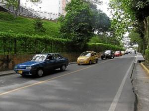 Así se mueve la carretera antigua, antes del cruce a La Floresta, en 'horas pico'.