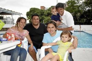 Vilma Cadena, Andrés Felipe Cadena, Andrés Delgado, Valeria Del-gado, César Cadena y Samuel Delgado.