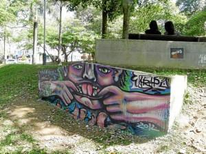Los grafitis también hacen parte del panorama del parque San Pío.