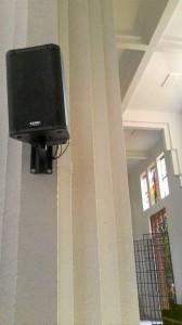 Así se veían las instalaciones del sonido del templo.