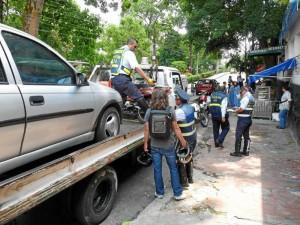 Una moto y un carro fueron trasladados a los patios de la Dirección de Tránsito de Bucaramanga en este operativo.