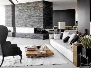Una buena opción para ahorrar presupuesto es mezclar muebles de alta gama con elementos básicos como trozos de madera o muebles viejos restaurados.