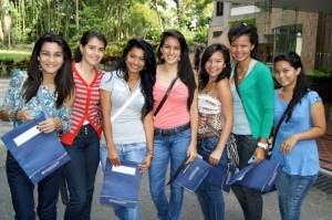 Pauly Salazar, Alexandra Rubio, Kiara Velasco, Paola Morales, Kari-na Cala, Mayra Pedraza y Angie Barrios.