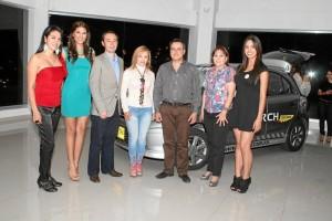 Johana Cortez, Laura Patiño; Juan López, gerente nacional de Mercadeo de Dinissan, Estella Rocha, Carlos  Hernández, Diva Vargas y Karen Pacheco.