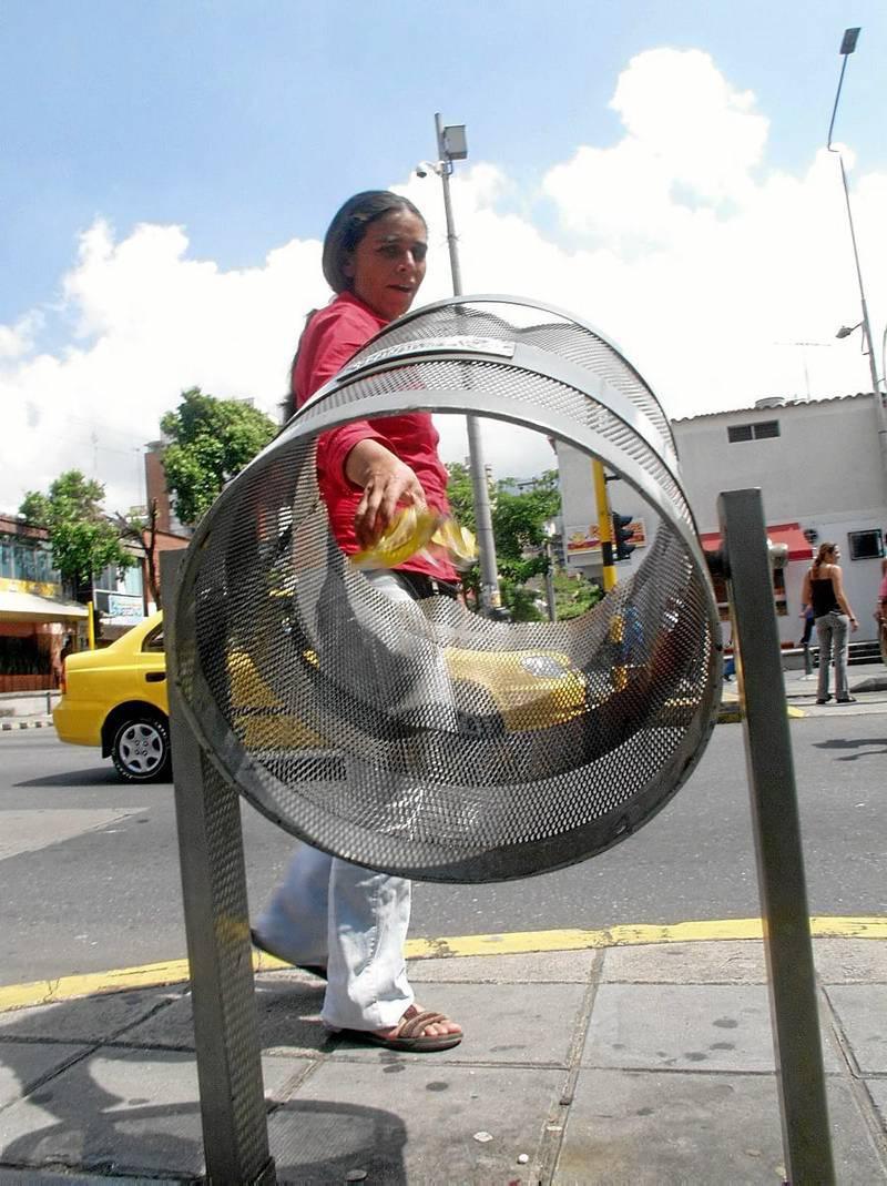 Depositar las basuras en las cestas 'servibles' es una manifestación de sentido de pertenencia por la ciudad.