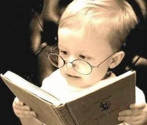 """De acuerdo con el psicólogo, la comprensión lectora """"debe reforzarse desde temprana edad pues de ella depende el aprendizaje de los niños""""."""