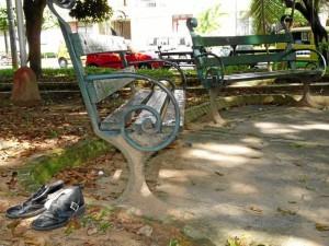 Hasta zapatos son abandonados en el parque Conucos.