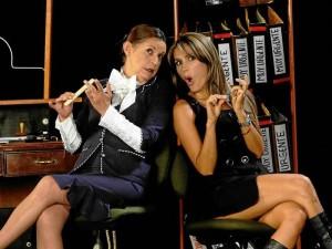 Jacqueline Henríquez e Isabel Cristina Estrada protagonizan 'Se le tiene pero se le demora'.