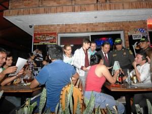 """""""70 agentes de policía entrarán a reforzar el tránsito en la ciudad y serán los encargados de hacer los operativos en el sector de Cabecera en horarios nocturnos"""", dijo el alcalde."""