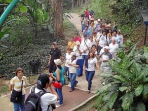 Medio centenar de personas asistieron a la tercera Caminata Cultural de Gente y conocieron de cerca algunas características del parque.