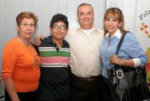 Familias enteras asistieron a la presentación del humorista Diego Camargo, en el Teatro Corfescu.