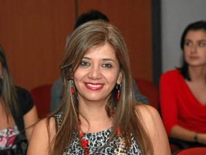 La gestora social, Glennys Pedraza, busca empresas que 'adopten' los parques de la ciudad.