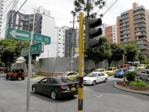 Desde las 8 a. m. del do-mingo 11 de marzo se reportó el daño en el semáforo y funcionó de nuevo 11 días después.
