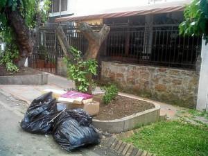 Estas son las basuras que le dan mal aspecto al sector del rededor de Las Palmas.